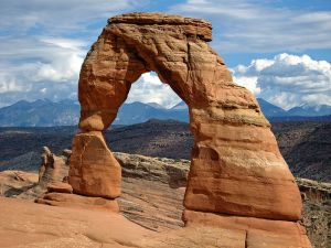 800px-USA_Arches_NP_Delicate_Arch(1)